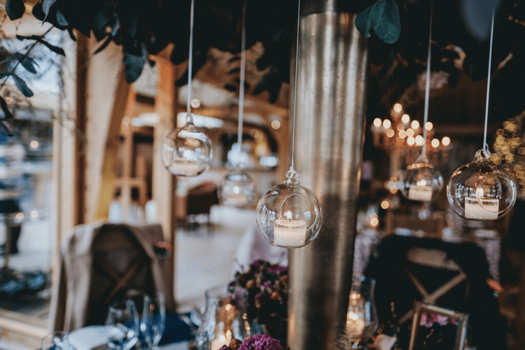 Hanging candlelight winter wedding style details from RedFloral